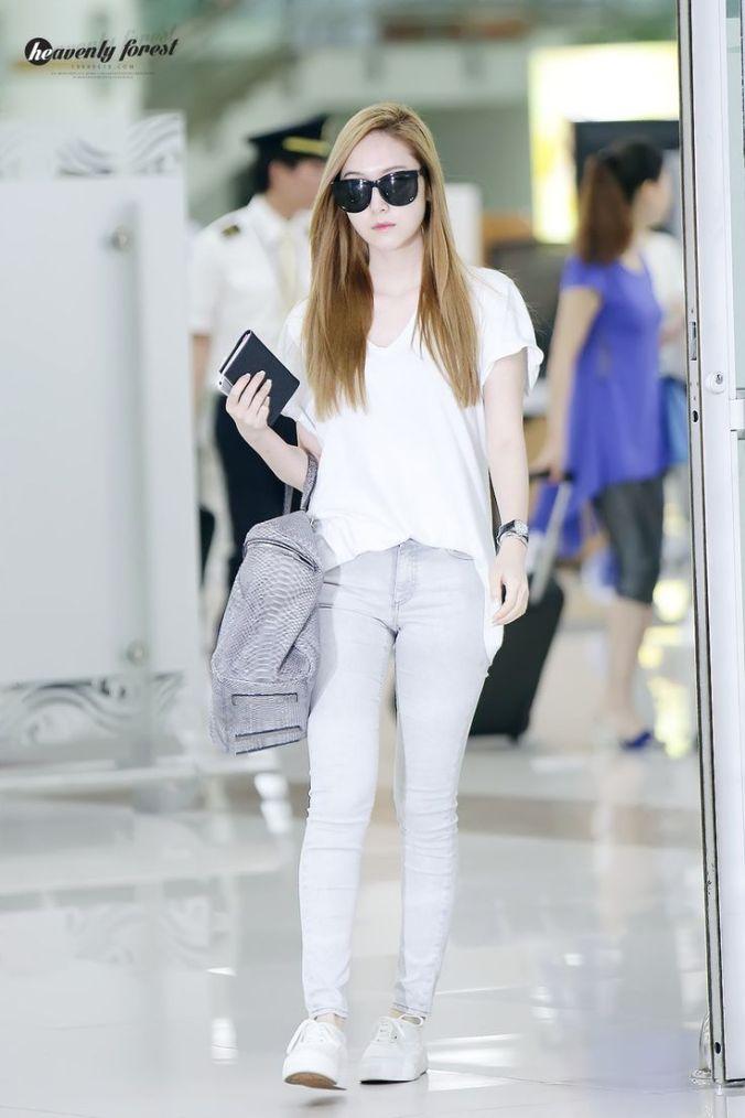 JessicaJung_Airport_AllWhite