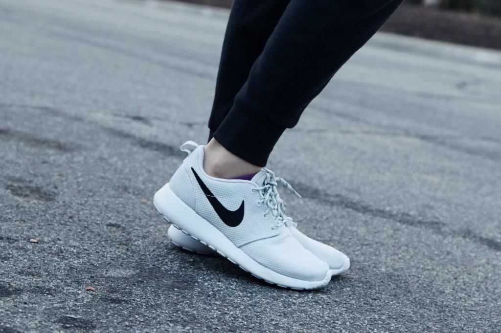 8737_Platinum_Nike_Roshe_One