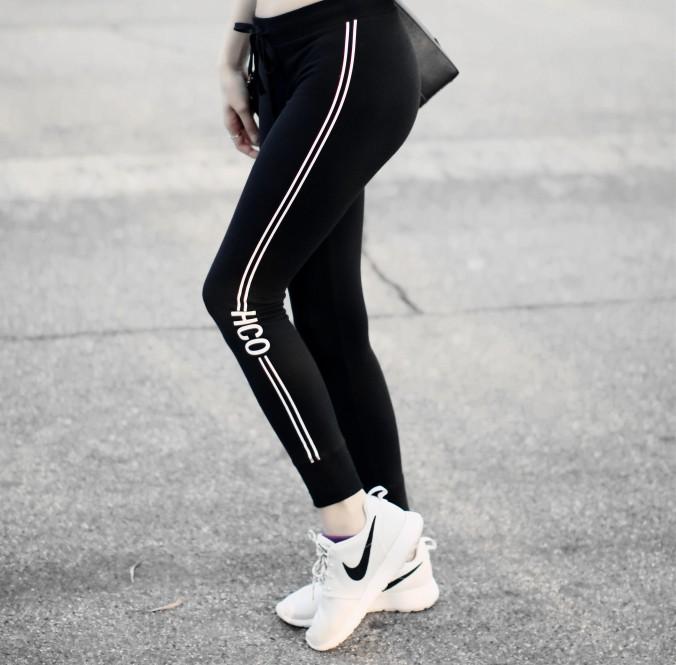 9307-Hollister-Fleece-Leggings-Stripes-Black-and-White
